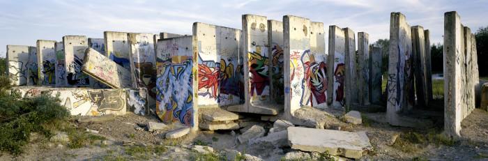 1521B_wall_slabs_graffity