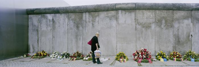 1666B_Wreaths_woman_wall